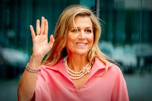 Koningin Máxima was aanwezig bij de online bekendmaking van de winnaars van de Appeltjes van Oranje van het Oranje Fonds. Drie felicitatieteams reikten op locatie de prijzen uit aan de winnaars.