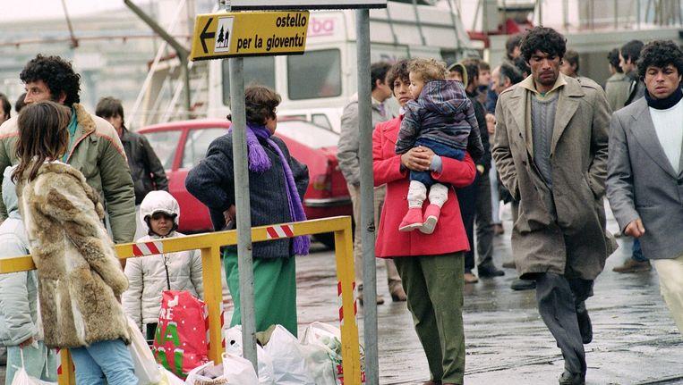 Archiefbeeld. Al jaren strijken er Albanese vluchtelingen neer in Italië. Daar zijn ze een gemakkelijke prooi voor mensensmokkelaars. Beeld anp