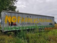 Stille boerenprotesten langs de N65: 'Eerst de dieren verzorgen, dan met de trein naar Den Haag'