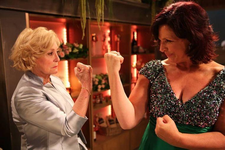 Marianne en Rosa in 'Thuis'.