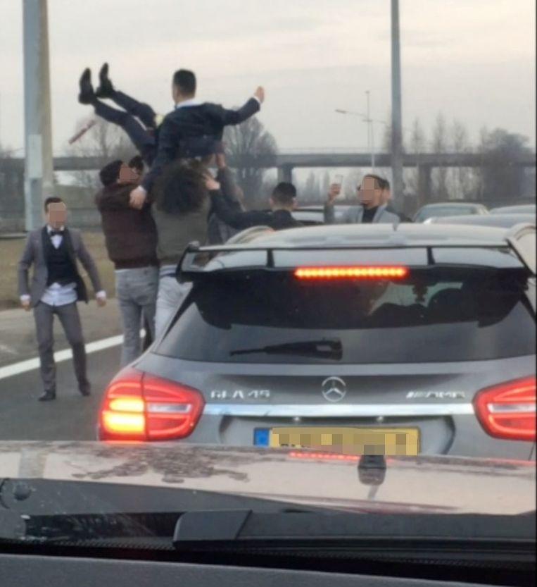 Chaos bij trouwstoet op Brusselse ring