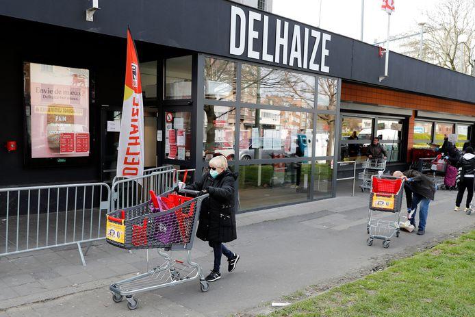 Un supermarché Delhaize à Bruxelles, le 2 avril 2020.