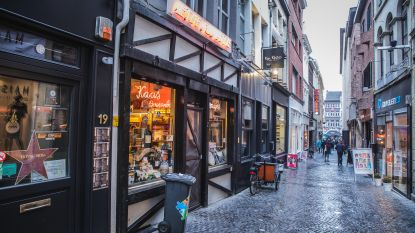 Kaaswinkel Petite Normandie in de Donkersteeg stopt
