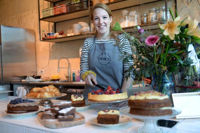 Rosalie Groote Haar, eigenaresse van Rosy's, bakt alles zelf.