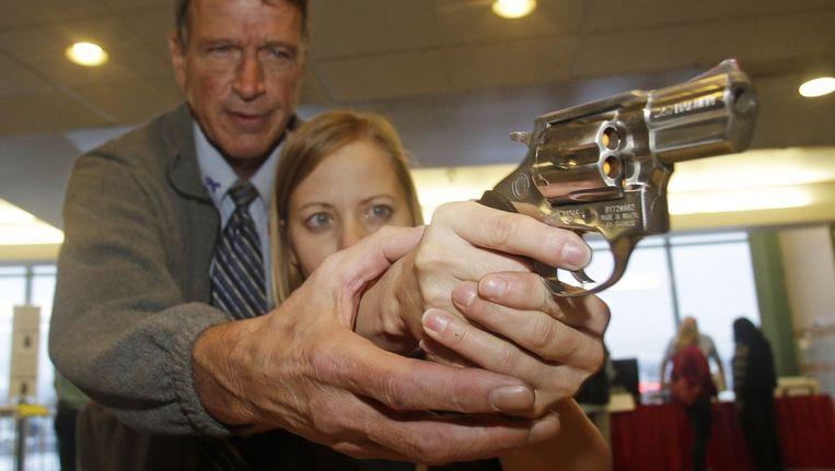 Een lerares van een basisschool in Highland, Utah, krijgt wapentraining. Beeld ap