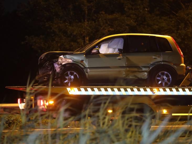 Drie auto's botsen tegen elkaar op A2, één gewonde naar ziekenhuis