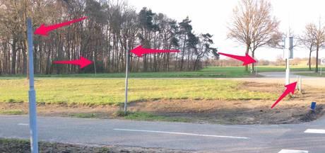 Alle verkeersborden weg van kruising in buitengebied Varsseveld