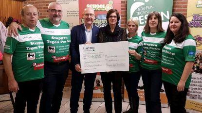 Stappen Tegen Pesten reikt cheque van 16.000 euro uit