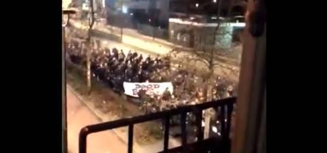 Stoet luidruchtige Willem II-fans maakt centrum wakker met kabaal en vuurwerk: 'Dood aan Breda'