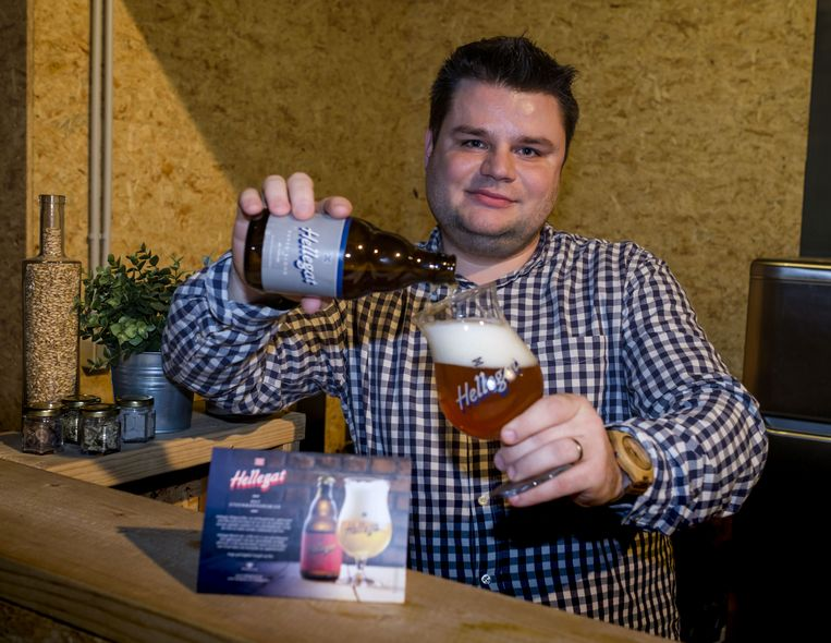 Olivier Op De Beeck van brouwerij De Klem viert de 'International Beer Day'.