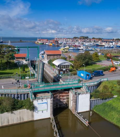 Urkersluis dicht vanwege olievlek op IJsselmeer; stremming naar verwachting vandaag opgelost