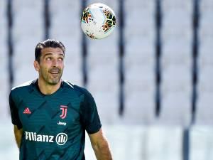 Les plus beaux arrêts de Gianluigi Buffon, recordman du nombre de matchs en Serie A