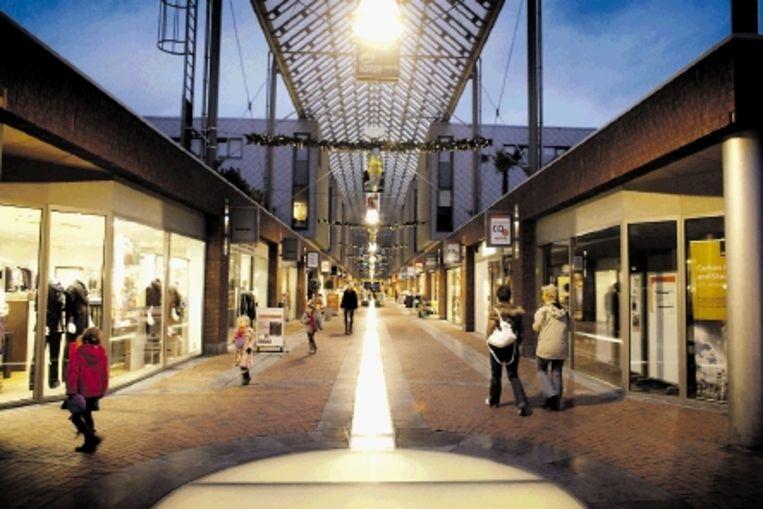 Winkelcentrum Carnisselande in Barendrecht met rechts het Infocentrum CO2. (FOTO JOÃ¿L VAN HOUDT) Beeld Joel van Houdt