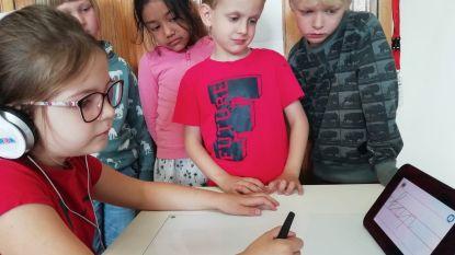 VIDEO. Leerlingen van De Kleine Prins schrijven veel mooier en leesbaarder dankzij robot Sqriba