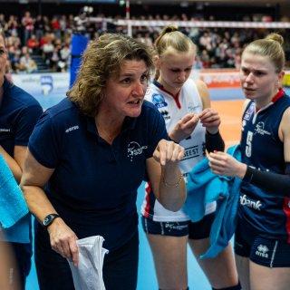 Topvolleybalcoach pleit voor de eredivisie als tussenstap voor de grote talenten: 'Ga niet te vroeg uit Nederland weg'