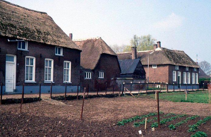Het Engwijkpad in Lith, de voorzijde van de boerderij aan de kant van het pad. foto Heemkundekring Lith Engwijkpad Lith