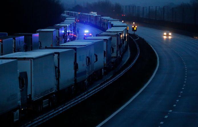 Op de M20 richting het Kanaal stonden deze ochtend ruim 1.240 voertuigen geparkeerd.