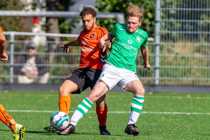 De Baarnse voetbalderby tussen TOV en SV Baarn in 2019. De wedstrijd van zaterdag gaat niet door.