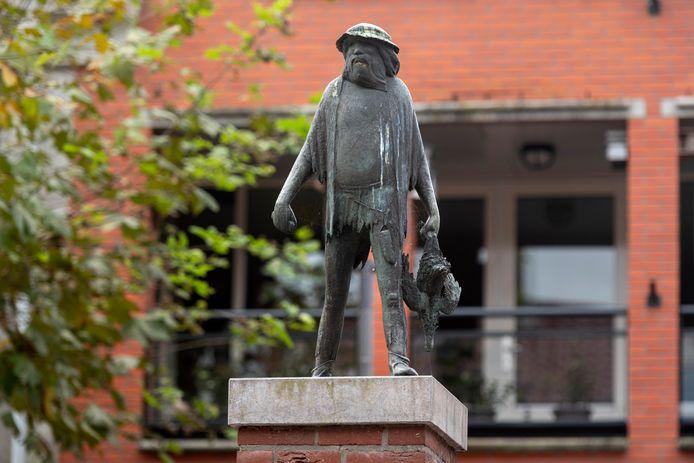 Het beeld 'De Wildeman' in de Langstraat in Huissen.
