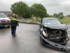 Gestolen auto van Mart (18) uit de Meern crasht op brug na achtervolging, verdachte vlucht en raakt zwaargewond