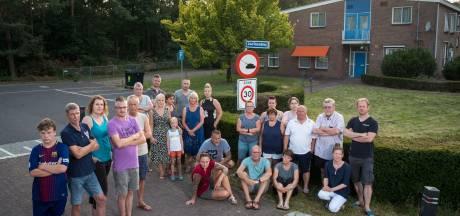Boze buren Brigadegebouw 't Harde doen beklag over gemeentebestuur Elburg bij Kamerleden, ombudsman en commissaris van de Koning