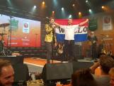Held Kjeld feest met Twellose vlag