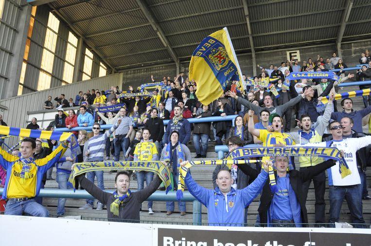 Supporters van Yellow Blue SK Beveren, ruim aan kop in derde provinciale.