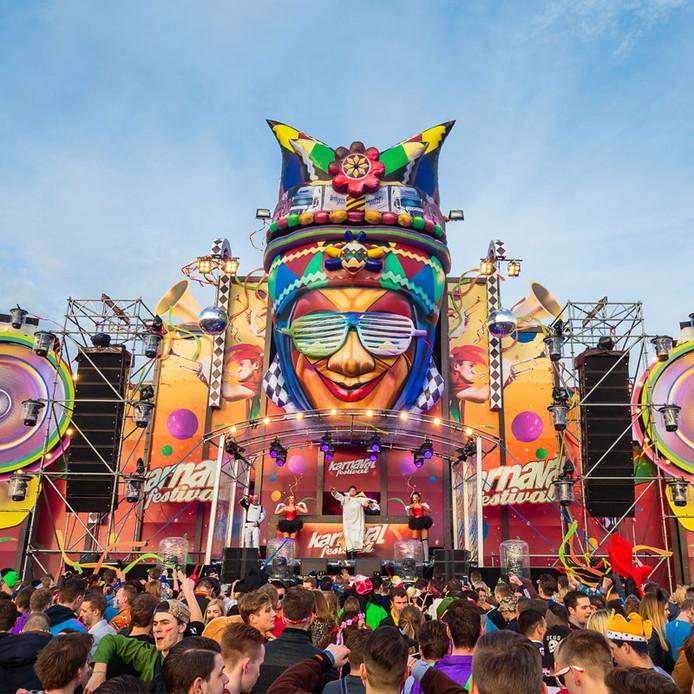 Hardstyle feesten als Karnaval Festival, in Moergestel, trekken jongeren uit stad en dorp.