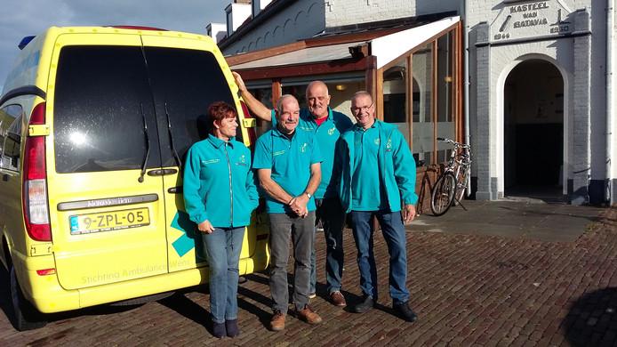 Harry de Feijter, Ko van der Wende, Peter Cijsouw en Wilma Donkersloot. Allemaal vrijwilligers van de Stichting Ambulancewerk die helpen bij het organiseren van Oe Tooier Oe Mooier