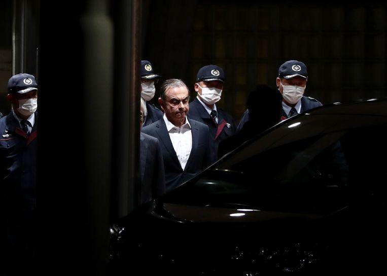 Carlos Ghosn verlaat in april de gevangenis, nadat hij op borgtocht is vrijgelaten. Hij ontsnapte dit weekeinde uit zijn huisarrest. Beeld AFP