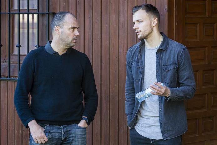Technisch directeur Gerard Nijkamp (l) ziet de afronding van de transfer van Lennart Thy een paar dagen vertraging oplopen.
