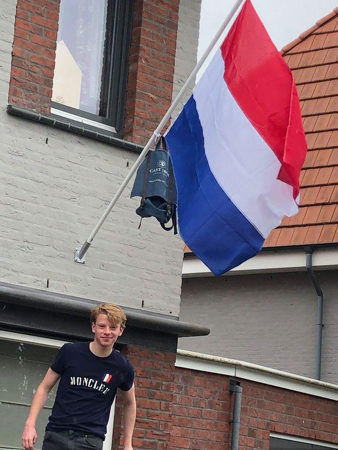 Rowan van der Wens (17) is doof geboren en heeft dit jaar via het reguliere onderwijs zijn havo-diploma gehaald.
