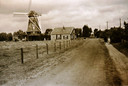 De Goede Verwachting aan de Lageweg. De stellingmolen werd op 19 april 1945 door de Duitsers in brand gestoken.