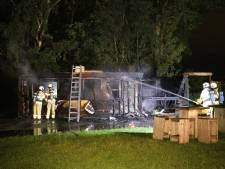 Felle brand legt patatkraam in Tienhoven in de as