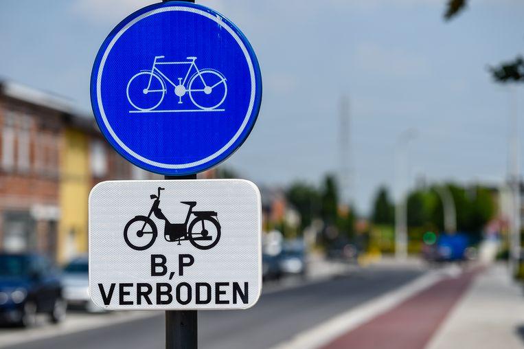 Op bepaalde plaatsen zijn speed pedelecs al verboden op het fietspad.