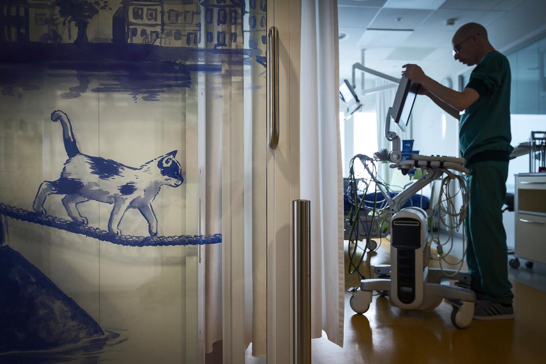 De intensive care voor kinderen in het Emma Kinderziekenhuis in het AMC. Beeld Hollandse Hoogte / Olivier Middendorp Fotografie