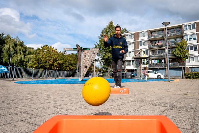Juanito (17), de huidige Rotterdamse kampioen stoepranden in de categorie 15 tot en met 25 jaar, pakte zilver in Amersfoort.