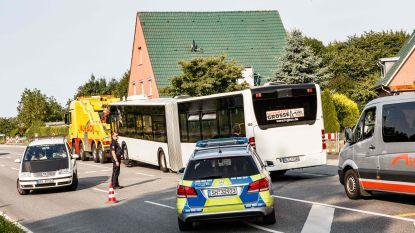 """""""Er is hier een gek!"""": Nederlandse vrouw getuigt na mesaanval op bus in Duitse Lübeck"""