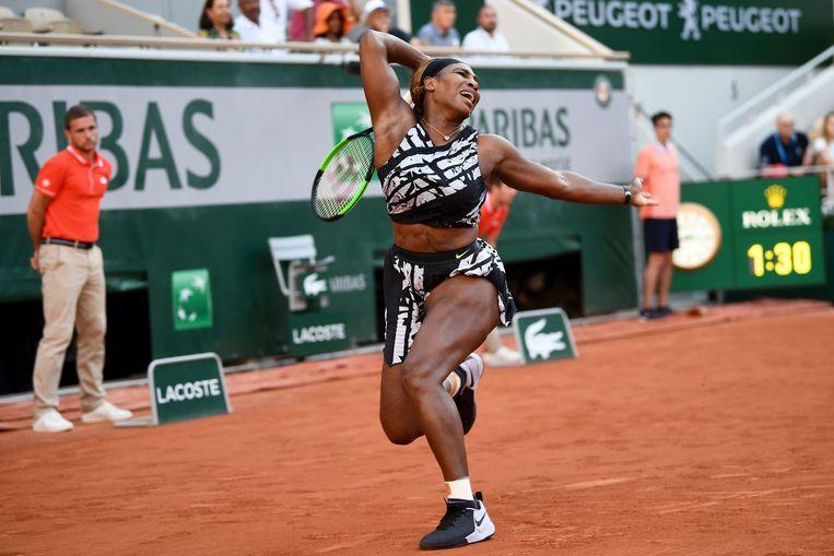 Serena Williams was op Roland Garros vanwege een knieblessure een schim van zichzelf. Beeld AFP