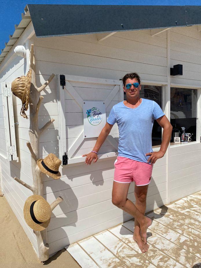 """Uitbater Joey van de Velde van Baja Beach in De Haan. """"Niemand weet nog welke wet of besluit de bovenhand heeft."""""""