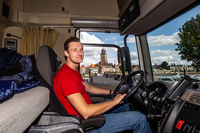 Jarno van den Noort komt door heel Nederland met zijn vrachtwagen. Maar zijn thuisbasis is Deventer.