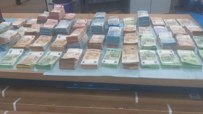 Belg met 1,2 miljoen euro in bestelwagen aangehouden in Nederland