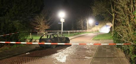 Auto vliegt in brand in Holten