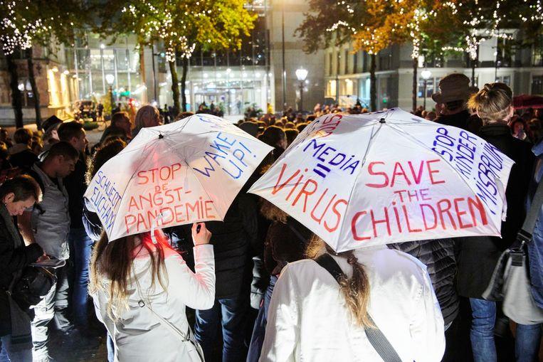 Zo'n 200 demonstranten protesteerden begin oktober op het Plein in Den Haag tegen de Spoedwet.   Beeld ANP