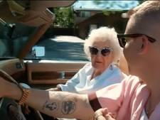 Oma Macklemore gaat helemaal los op honderdste verjaardag