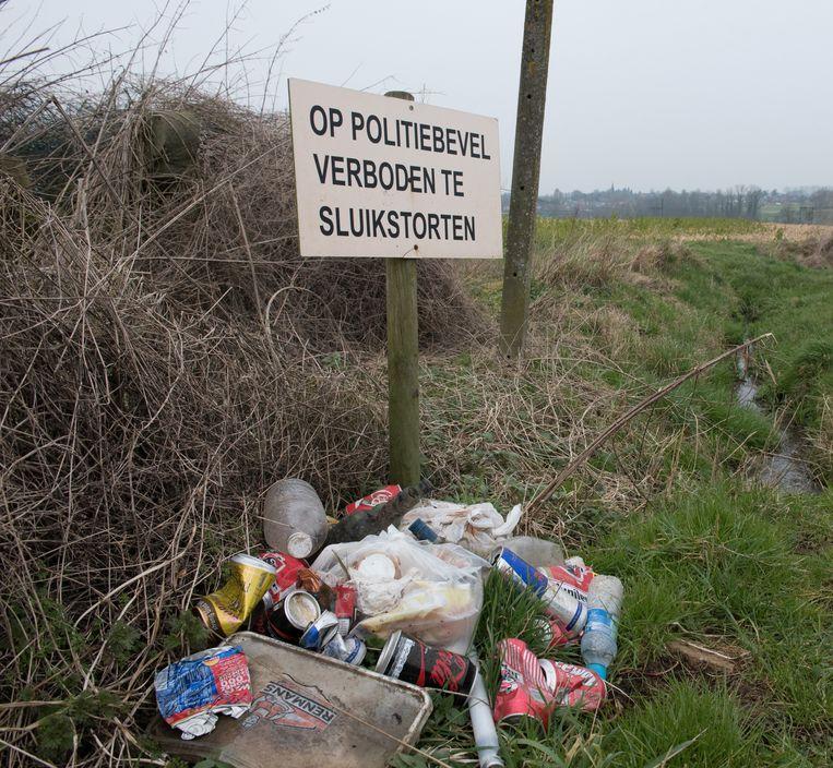 Het sluikstorten neemt in Oudenaarde nog toe: in 2 jaar tijd was er een toename van 12%. Maar daders komen bijna altijd ongestraft weg.