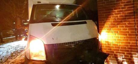 Wilde achtervolging met 'levensgevaarlijke capriolen' resulteert in crash en aanhouding in Eindhoven