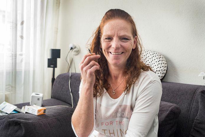 Roken hoeft niet meer, wat Natasja Peters betreft.  Al had ze wel een moeilijk moment waarbij de sigaret sterker bleek.