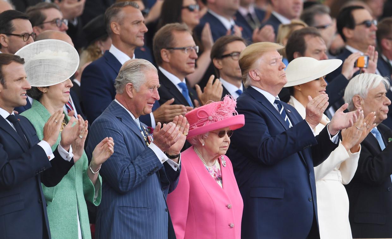 Aanwezigen in Portsmouth van links naar rechts: Emmanuel Macron, Theresa May, prins Charles, koningin Elizabeth, Donald Trump, Melania Trump en de Griekse president Prokopis Pavlopoulos.