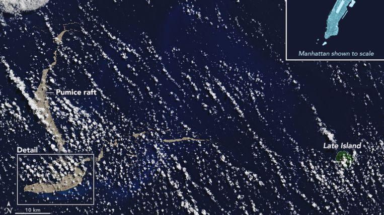 De Terra-satelliet van NASA legde dit beeld van het drijvende puim vast op 13 augustus.